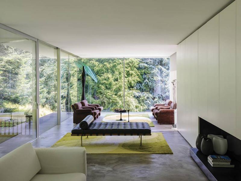 Una villa moderna immersa nel verde a Como