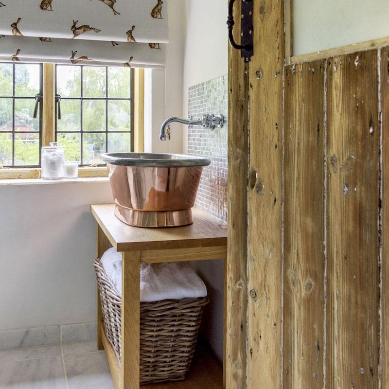 Un cottage del 1690 ristrutturato in stile country e shabby chic