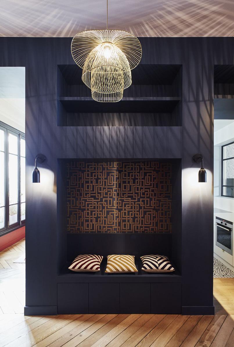 Un appartamento haussmaniano rinnovato con stile panca ingresso