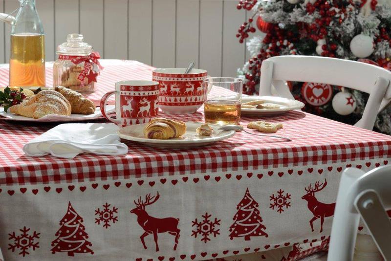 Natale 2017 lo stile tradizionale sempre al top bianco e rosso a tavola