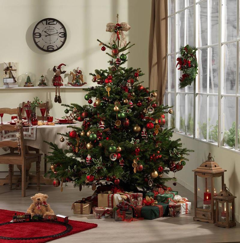 Natale 2017 lo stile tradizionale sempre al top albero rosso verde oro