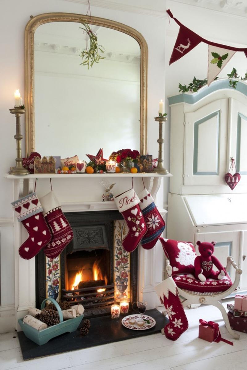 Natale 2017 lo stile tradizionale sempre al top caminetto decorazione