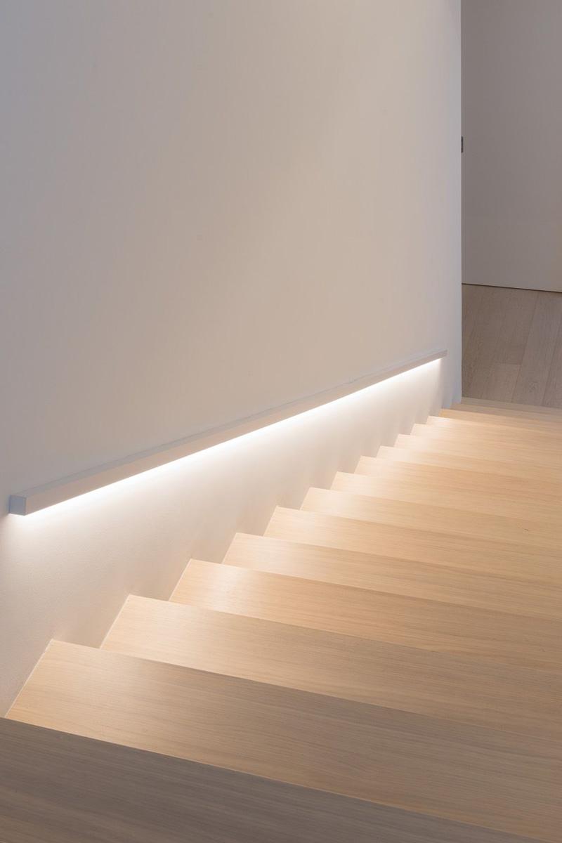 Illuminare casa con stile strisce e profili led per un - Illuminazione scale a led ...