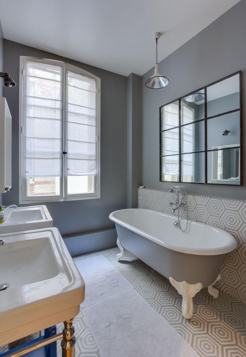 Un appartamento parigino ritrova la luce bagno