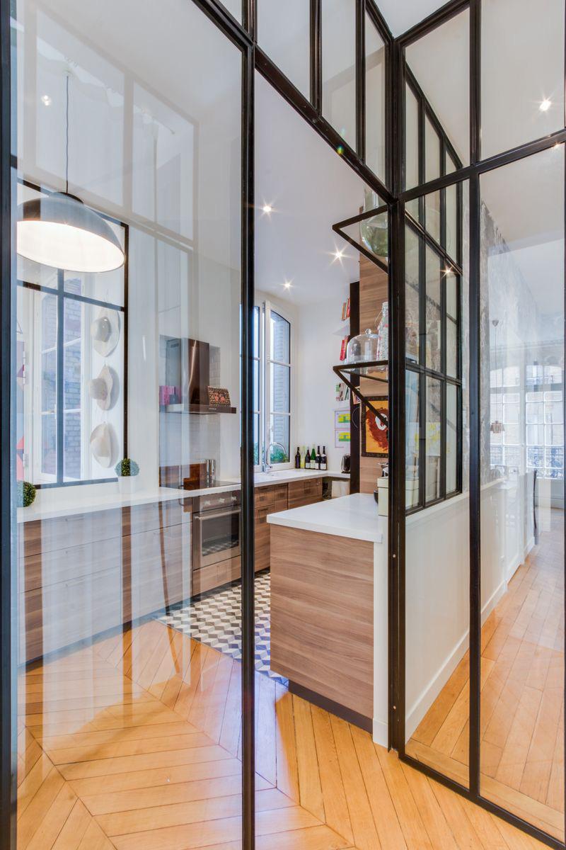Un appartamento parigino ritrova la luce cucina