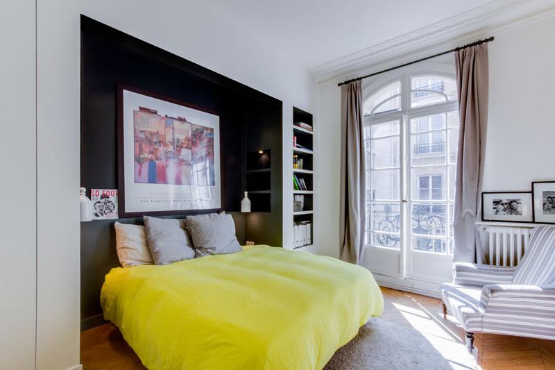 Un appartamento parigino ritrova la luce camera da letto