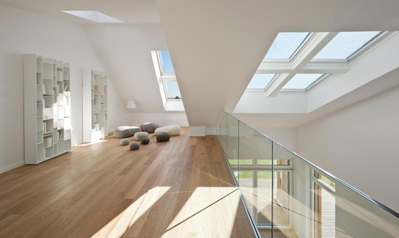 Come portare la luce naturale nelle zone più buie della casa doppia altezza mansarda