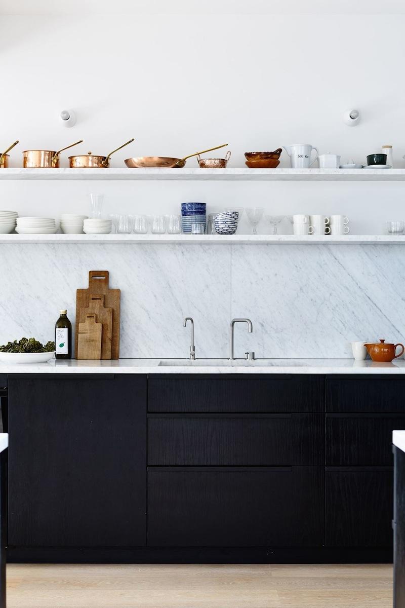 Tendenze arredo 2018 il trionfo del marmo bianco cucina nera