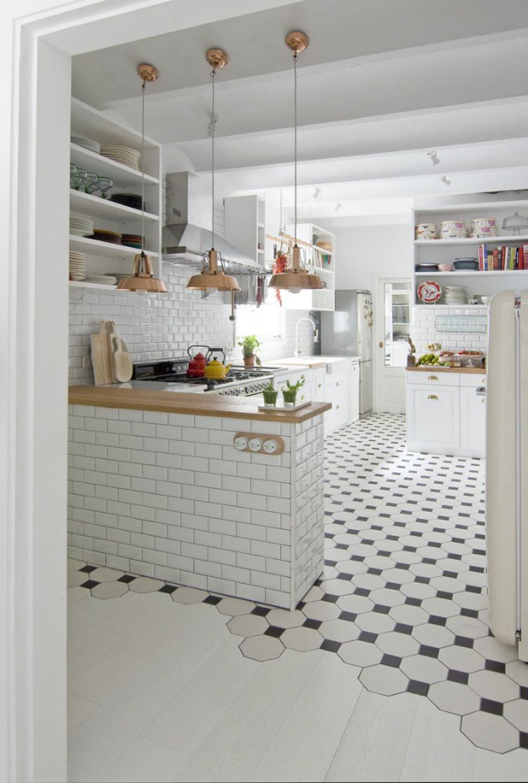 casa a Barcellona tra stile scandi e retro cucina piastrelle metro