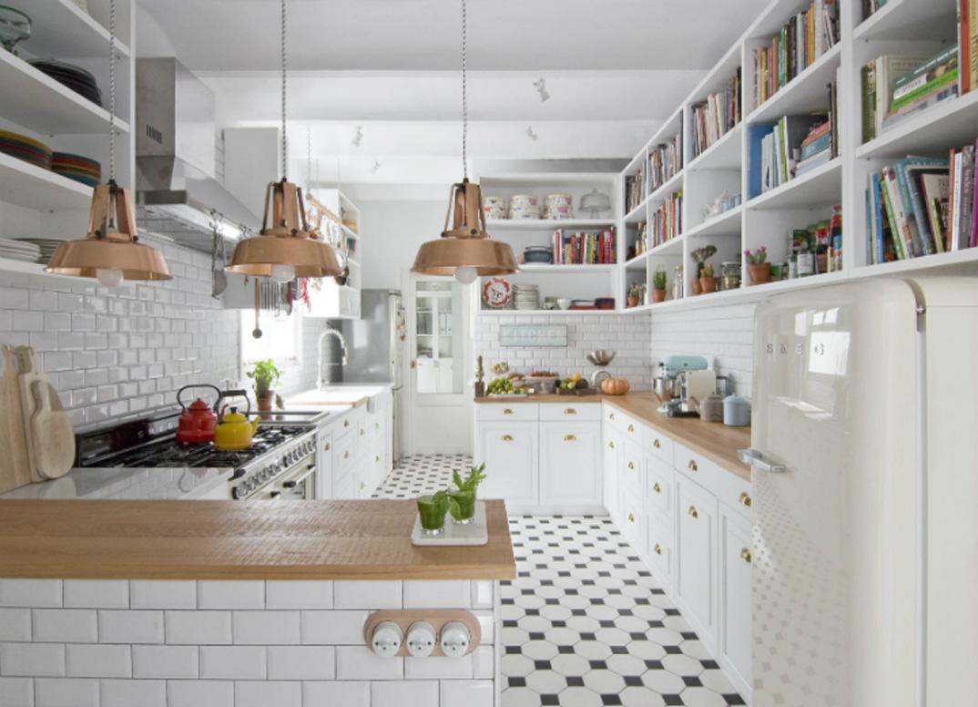 casa-a-Barcellona-stile-scandi-e-retro-cucina-piastrelle metro