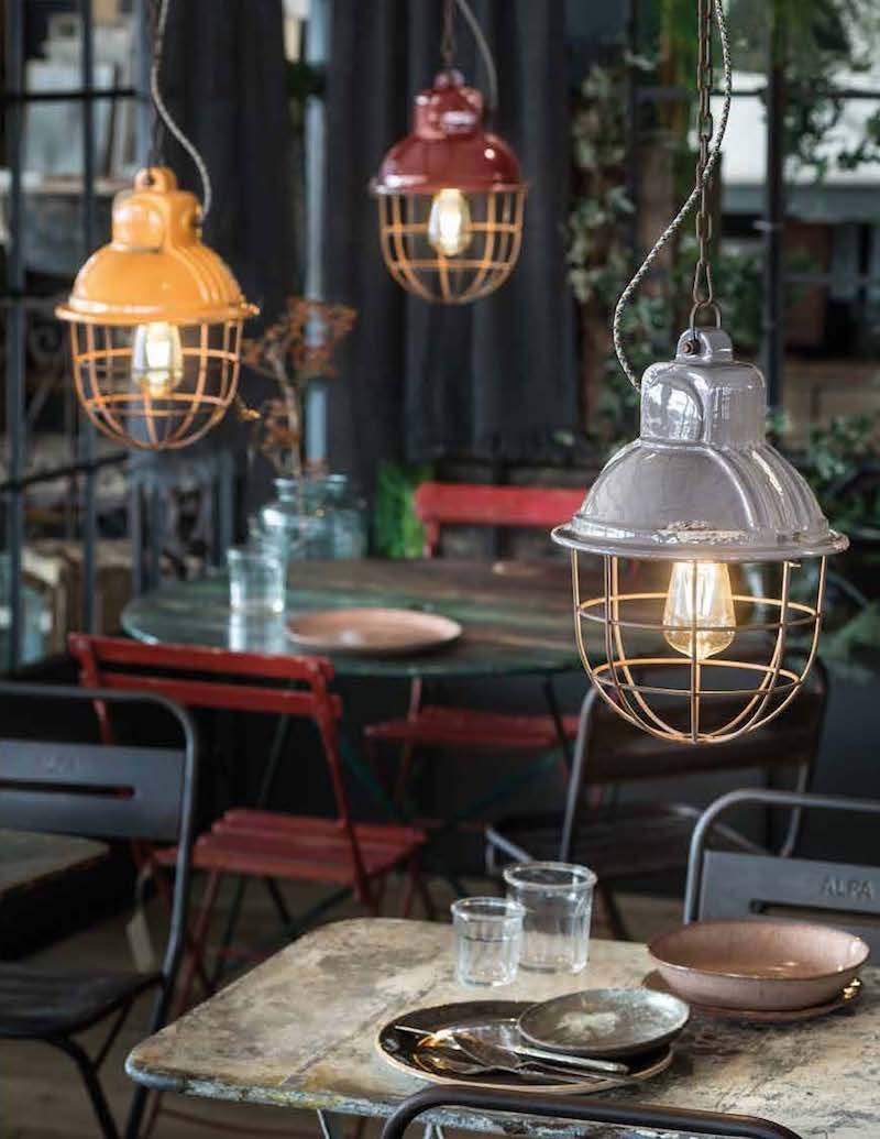 Impianto elettrico a vista in stile industrial lampade con grata