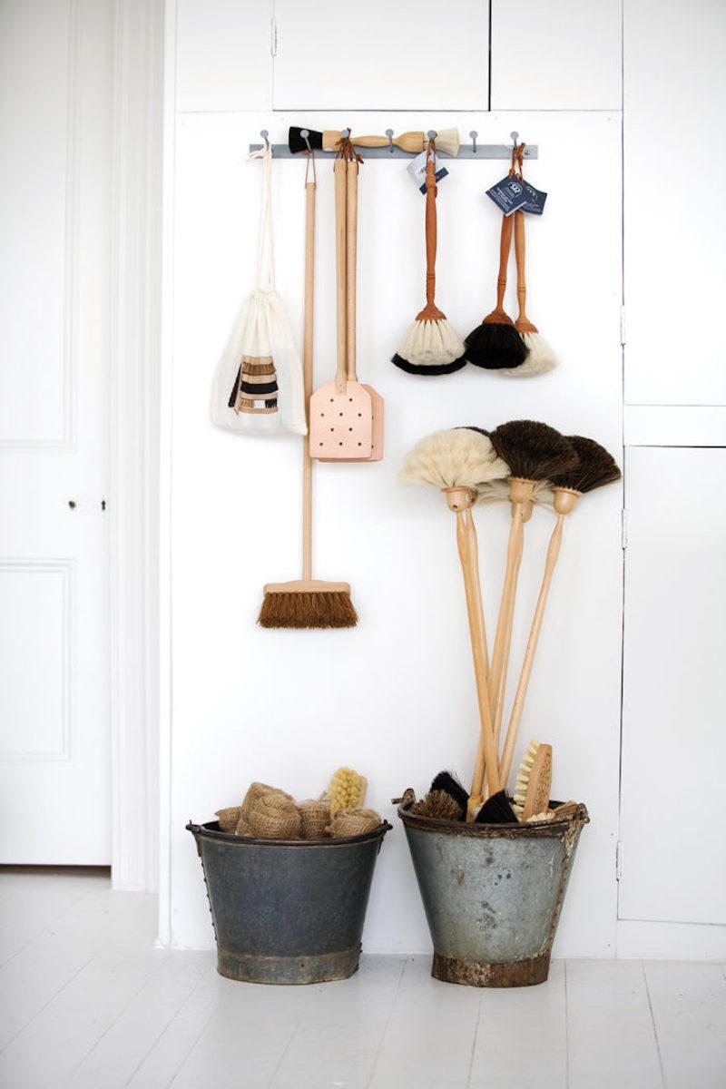 Come disporre gli accessori a vista in cucina con stile