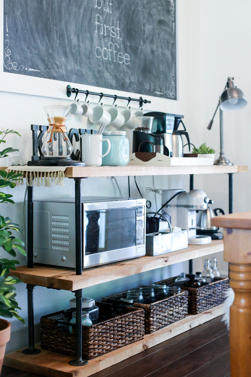 Come disporre gli accessori a vista in cucina con stile coffee station