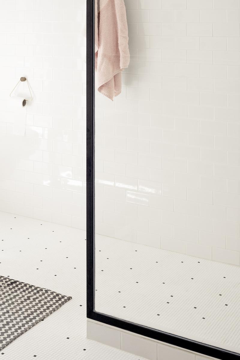 Un appartamento in stile eclettico firmato da Heju doccia