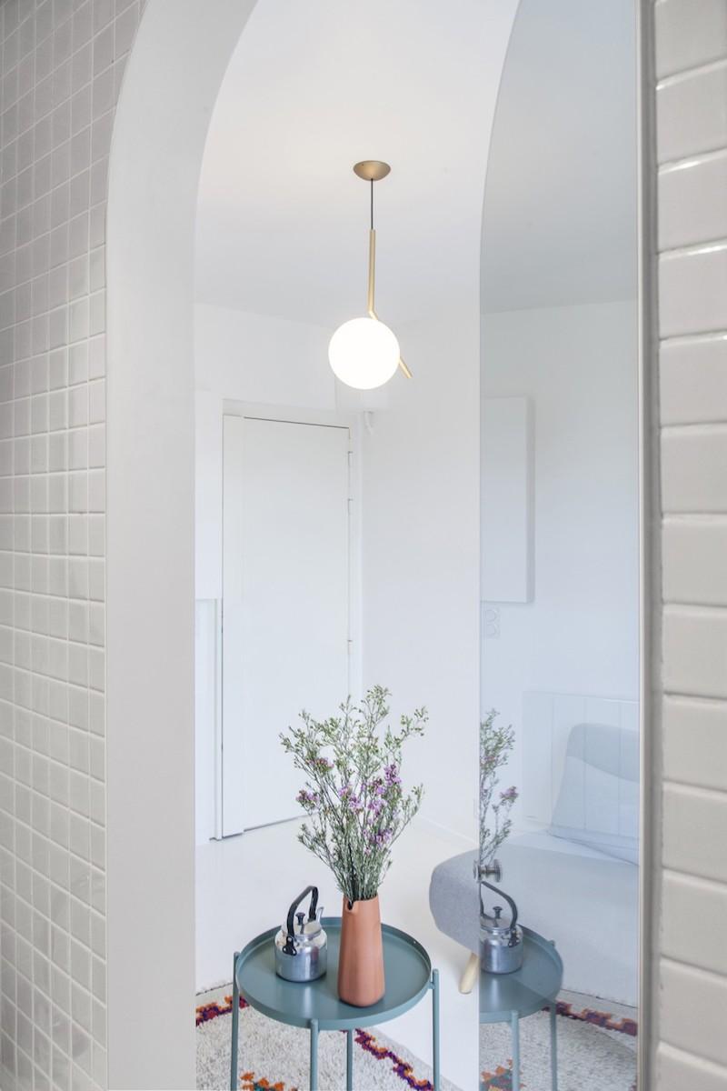 appartamento di 11mq a Parigi8 porta specchio
