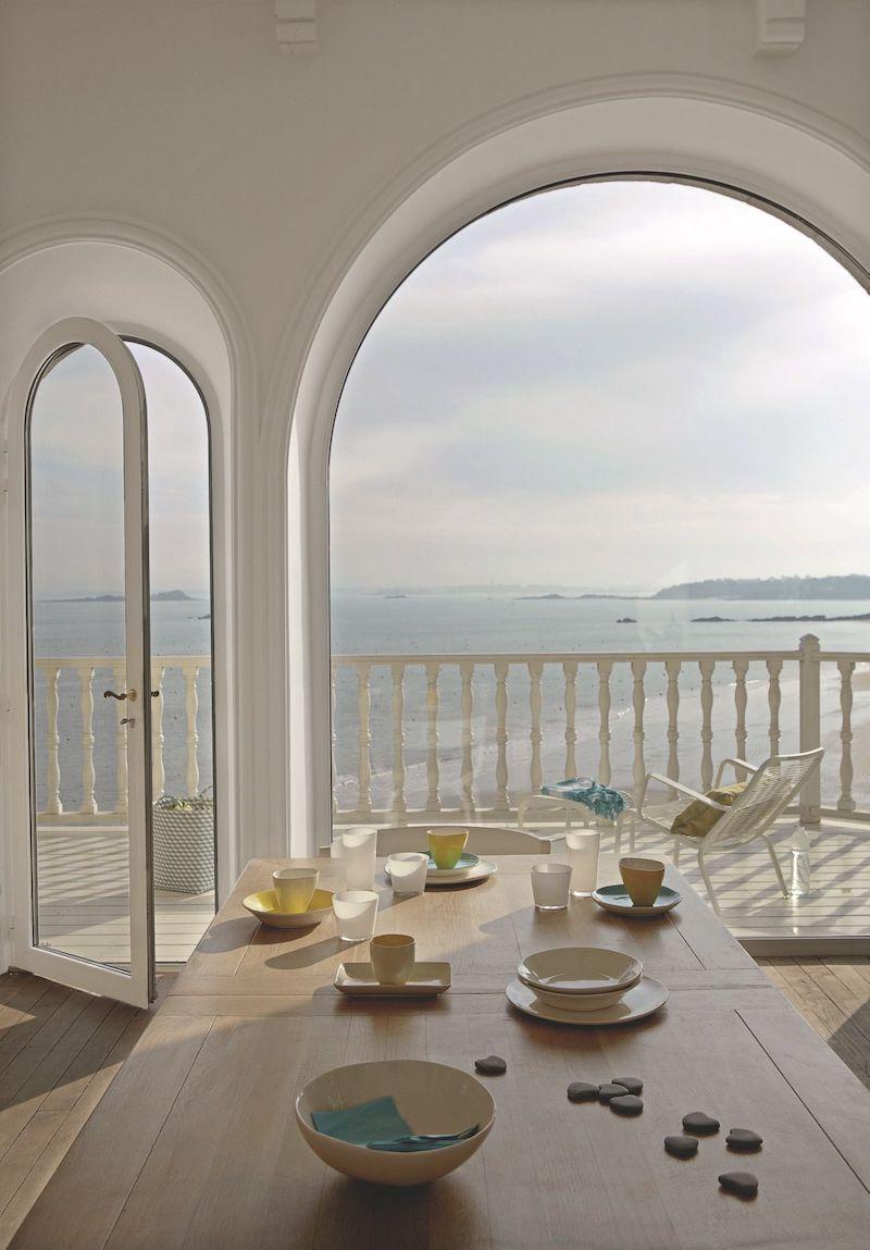 villa con vista mare in Bretagna sala da pranzo