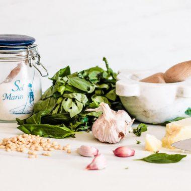 La ricetta del vero pesto alla genovese al mortaio