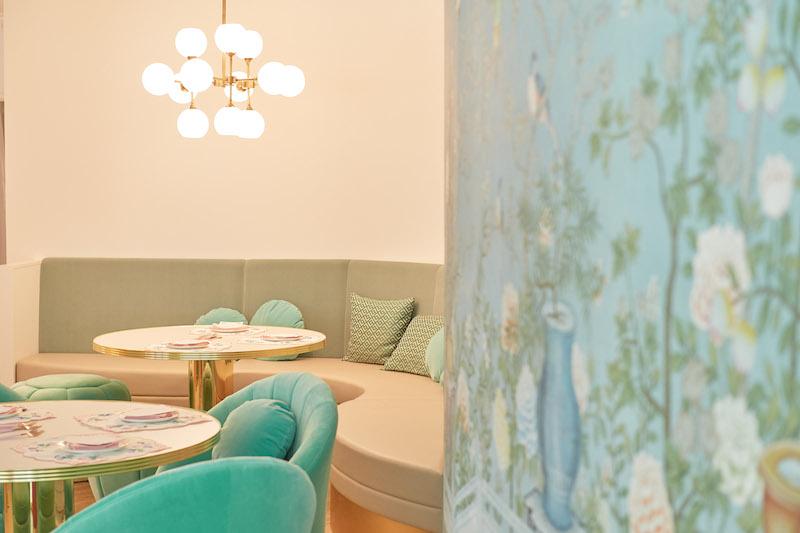 Ch Tea Room Kobe divanetti velluto verde