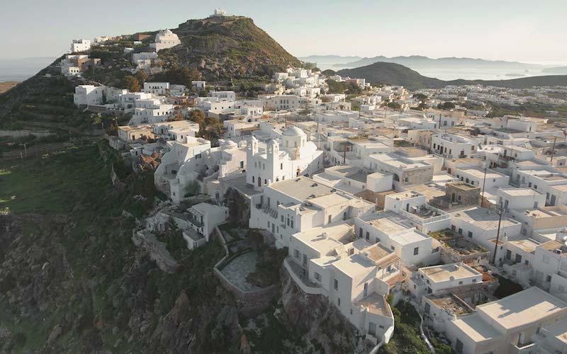 una casa in Grecia bianca e azzurra vista Milos
