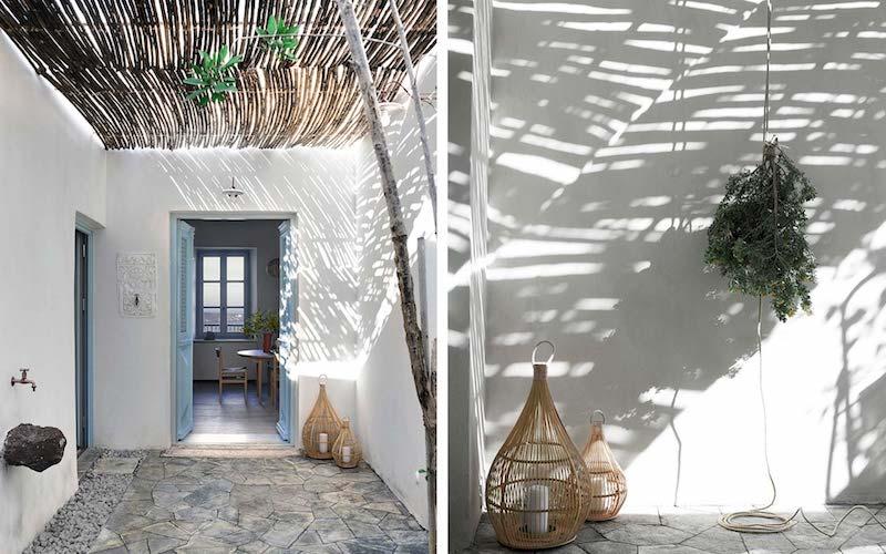 una casa in Grecia bianca e azzurra cortile
