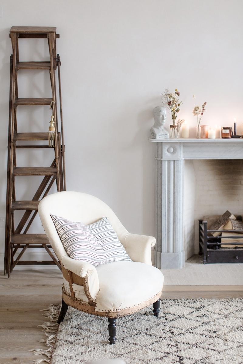 Kinfolk style a casa di Nina Plummer caminetto