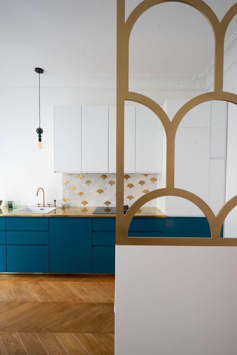 Un appartamento parigino in blu e oro