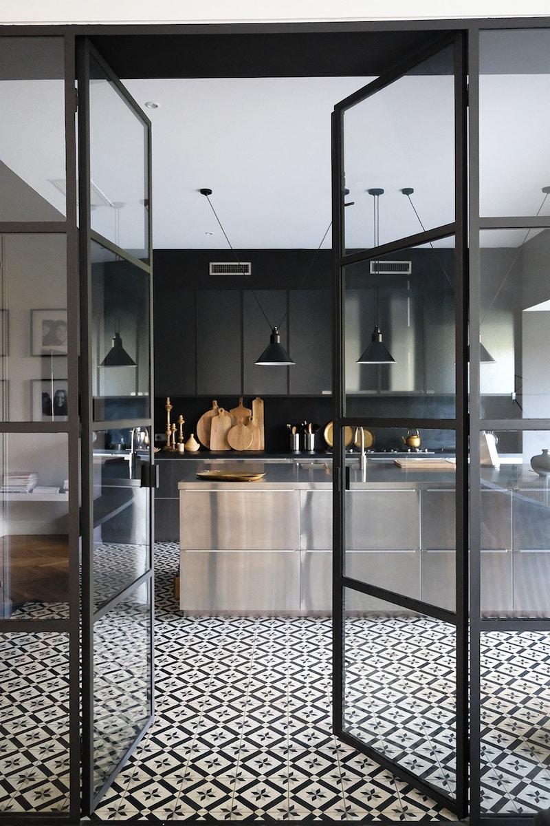 eleganza del nero hotel particulierBordeaux cucina acciaio