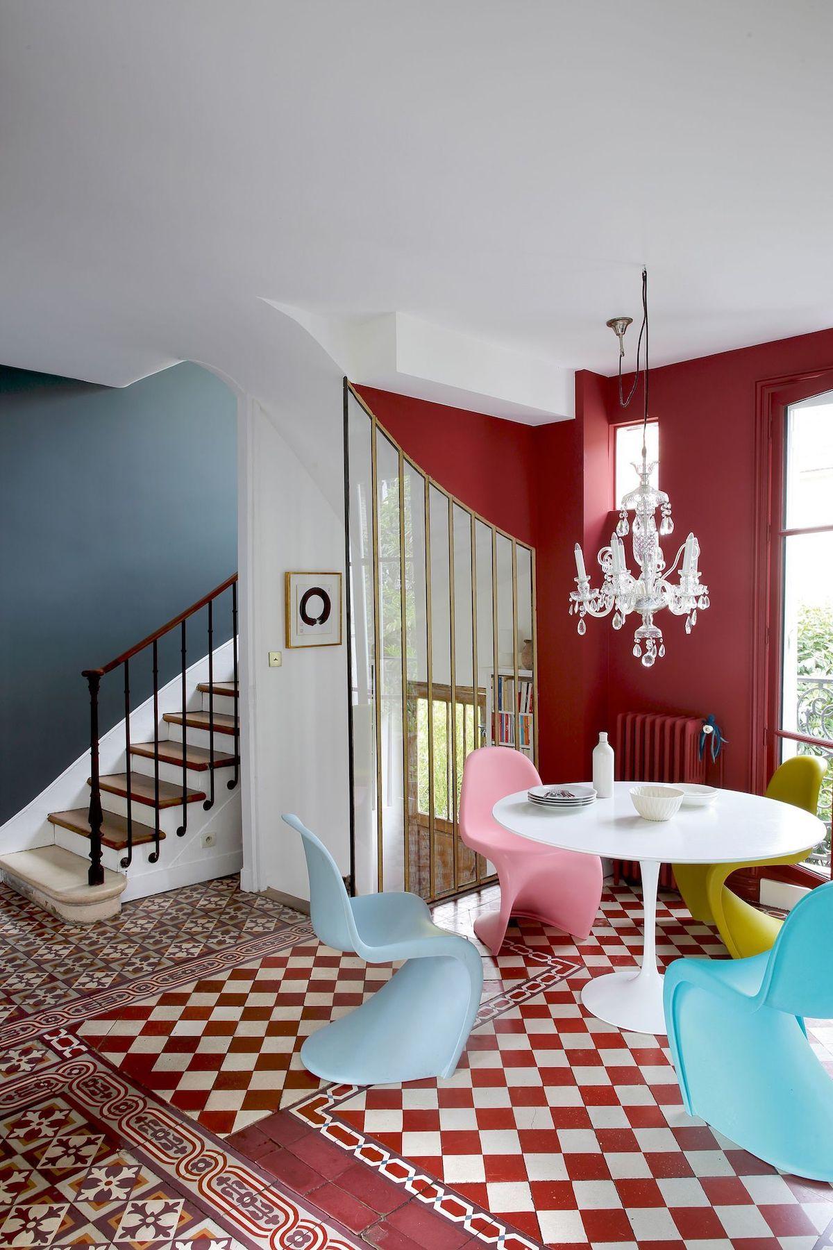 Mix di colori  in una casa parigina