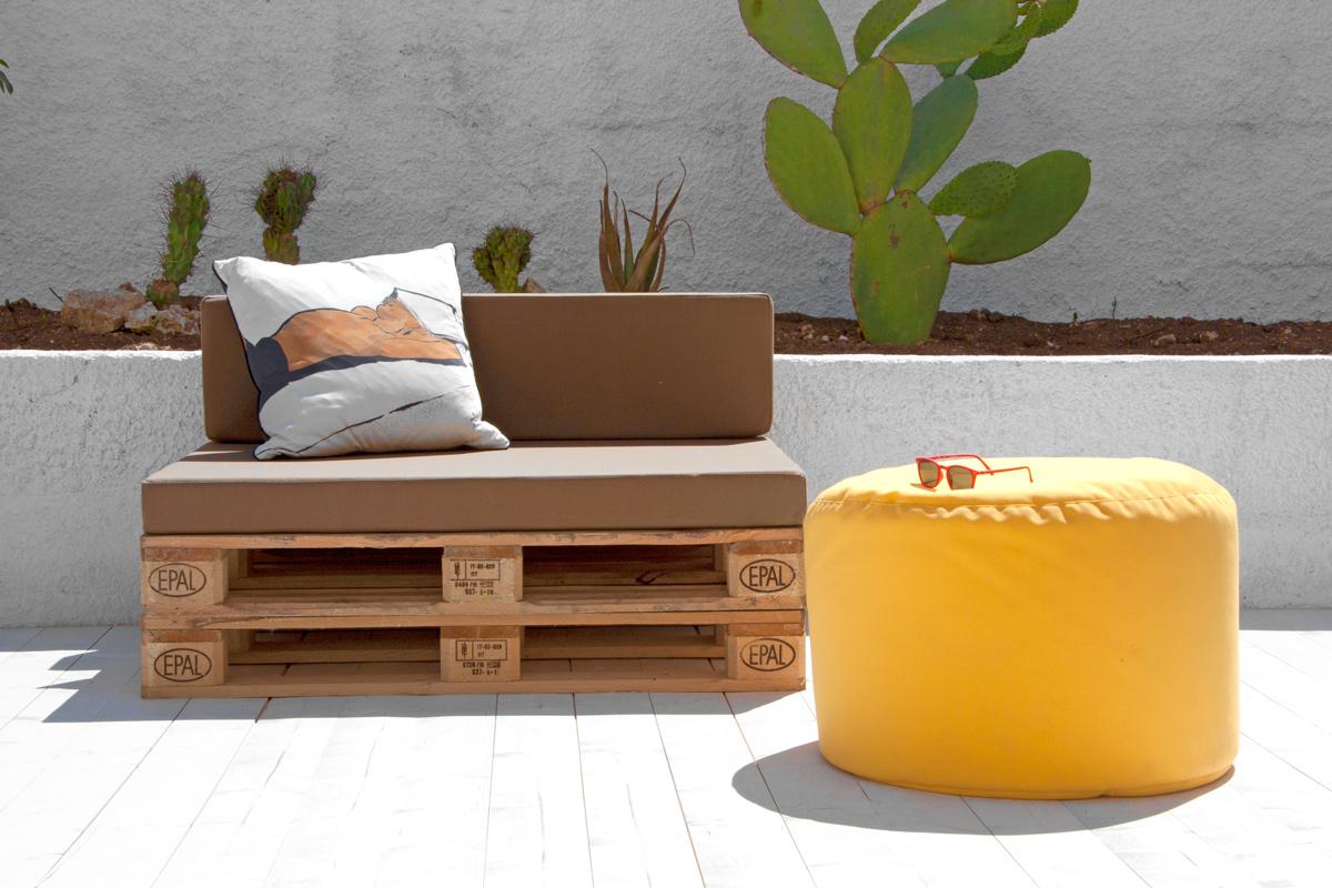 Arredare un piccolo terrazzo i mobili giusti la gatta for Mobili terrazzo