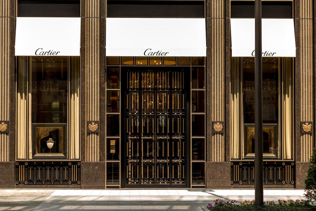 Gli orologi di lusso non conoscono crisi: il Santos de Cartier diventa XL